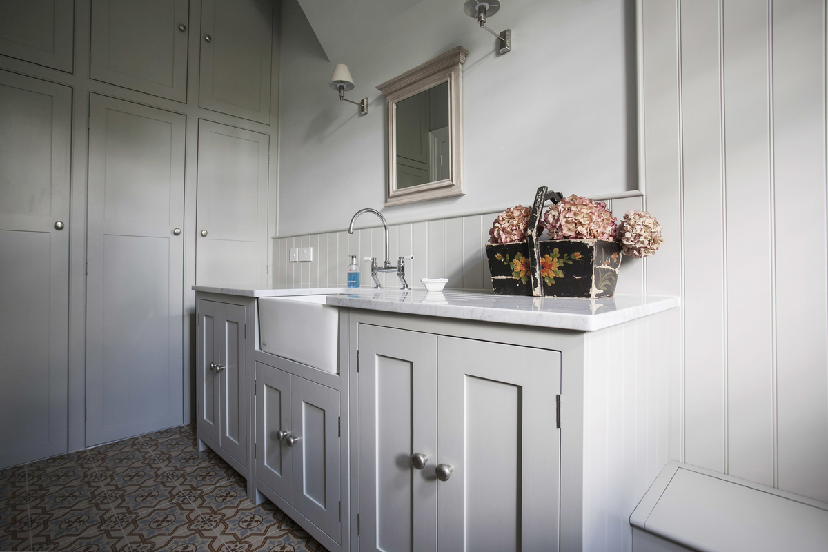 Effective storage solutions for small bathrooms