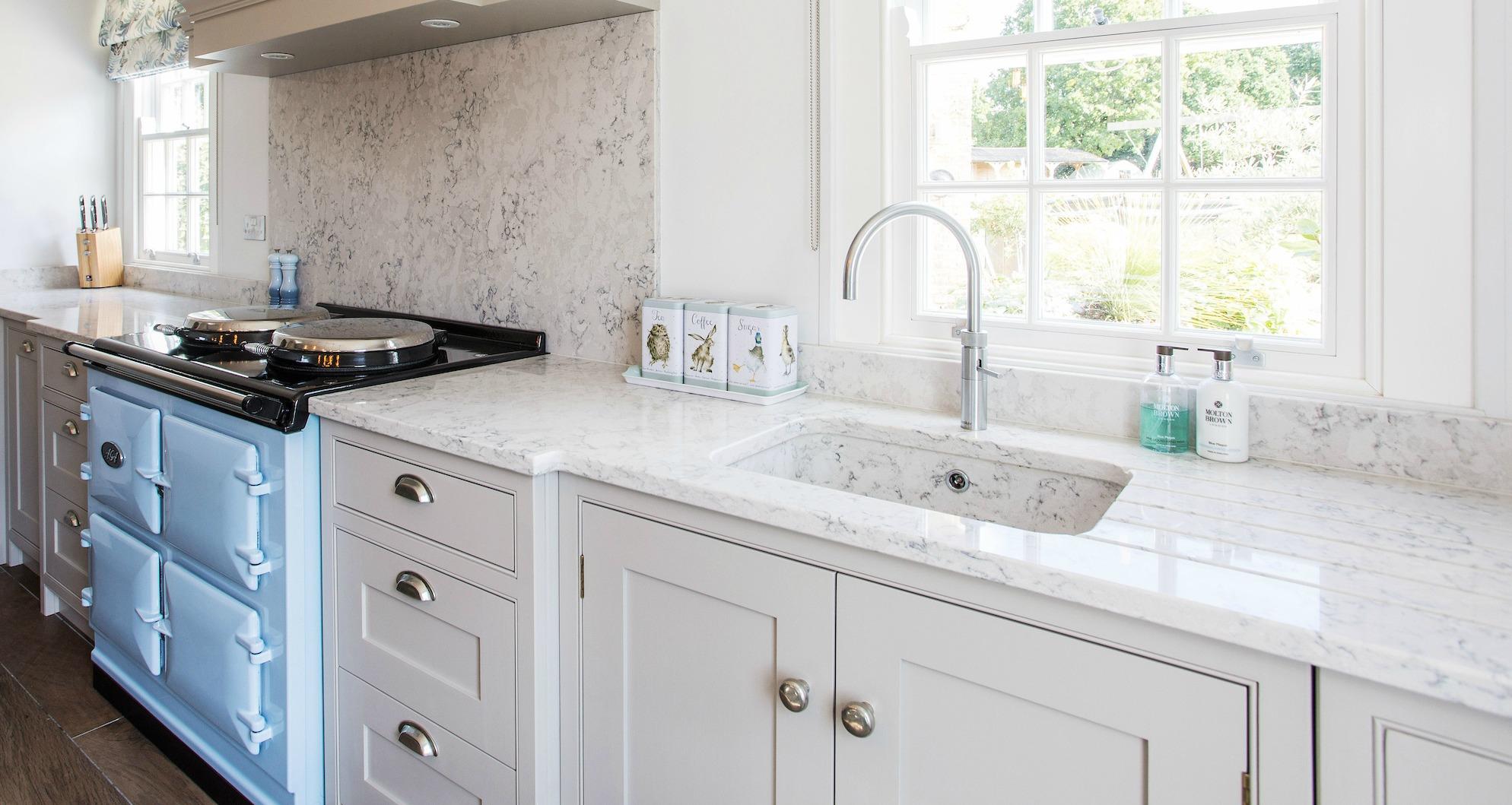 Country style kitchen sink best with bathr galley kitchen for Country style galley kitchens