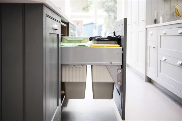 10 Smart Storage Tips for Your Kitchen Bins