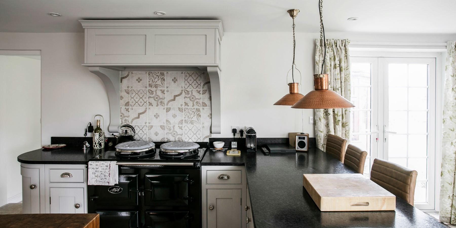 Bespoke handmade country kitchens kent burlanes - Signature interiors and design kent ...