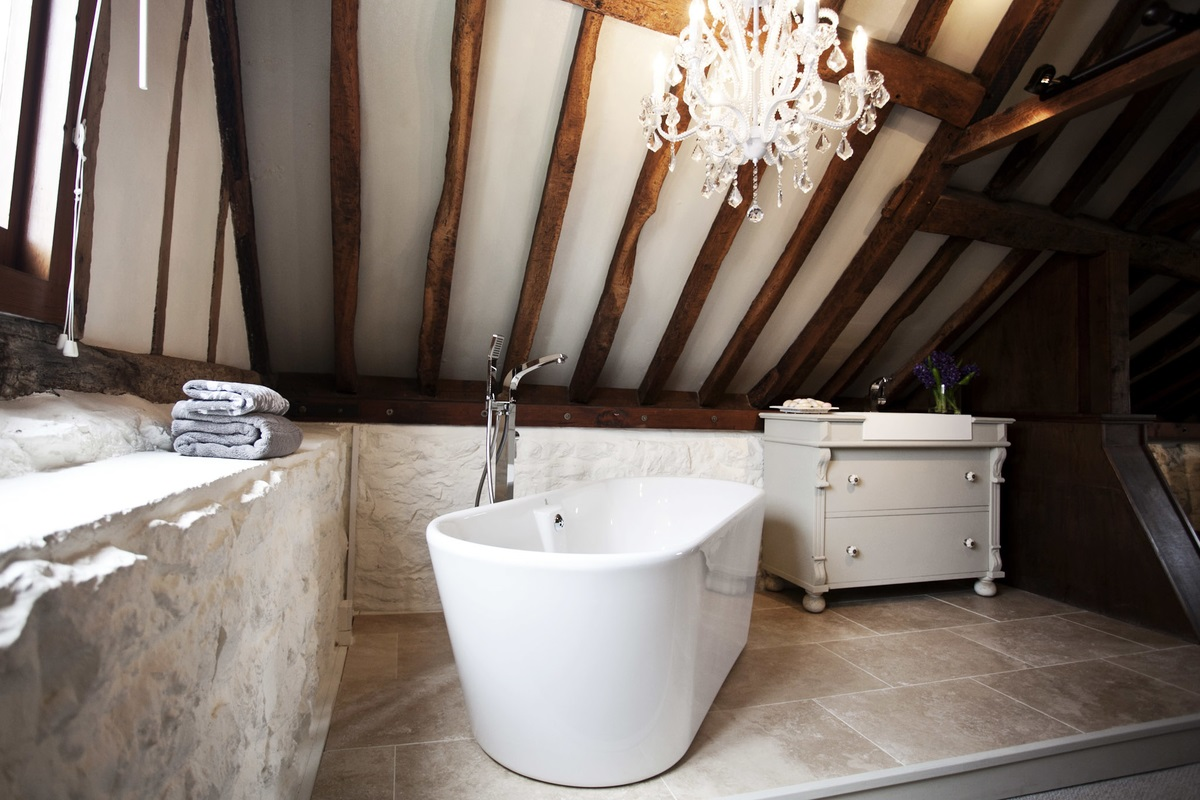 Burlanes Interiors - Bathroom in converted barb