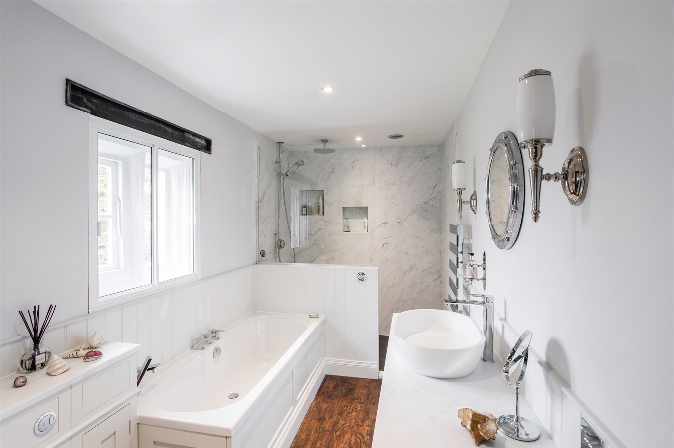 Burlanes Interiors - Family Bathroom Design
