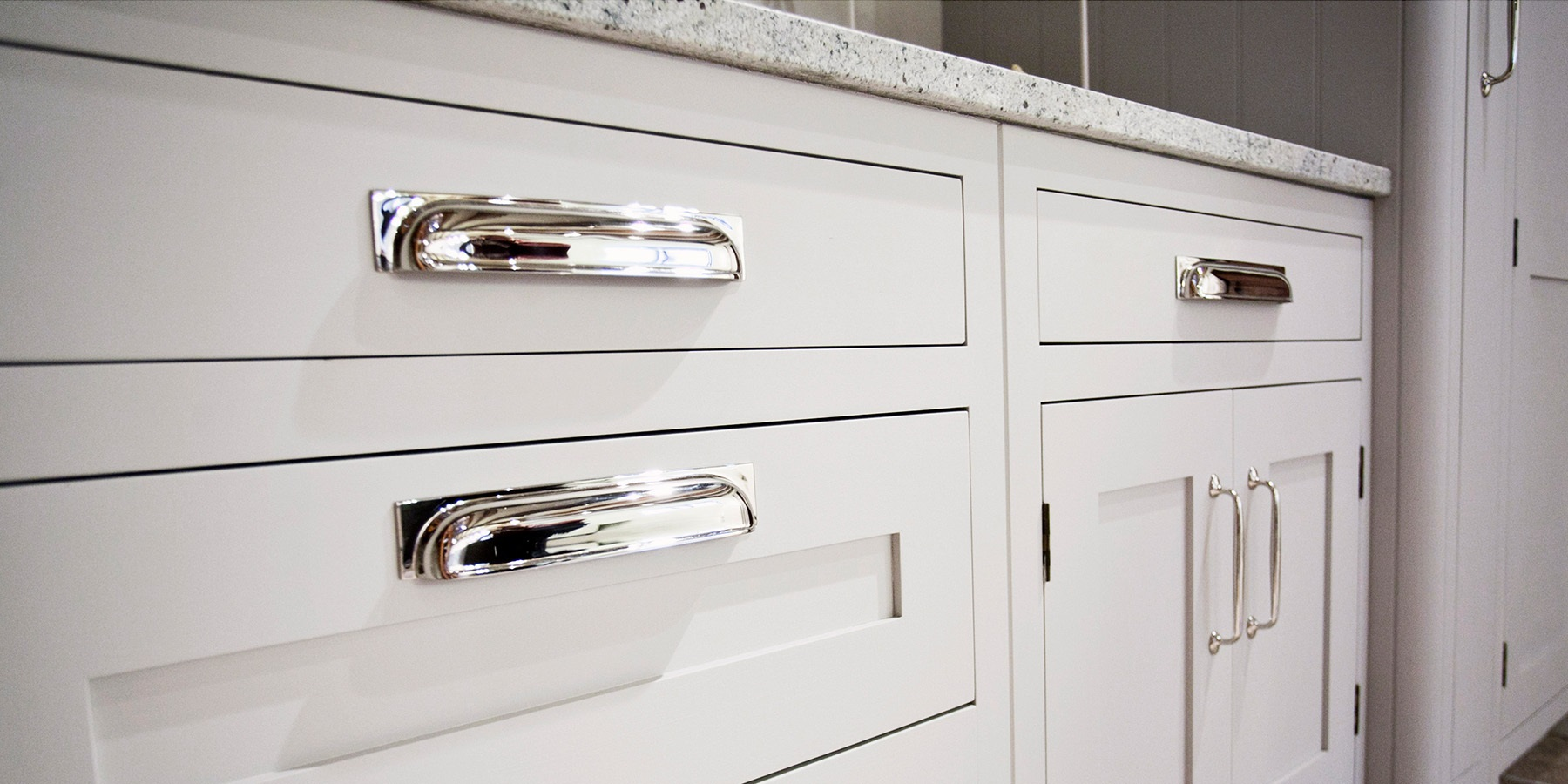 White Handmade Shaker Kitchen - Burlanes Hoyden kitchen detailing with silver handles.