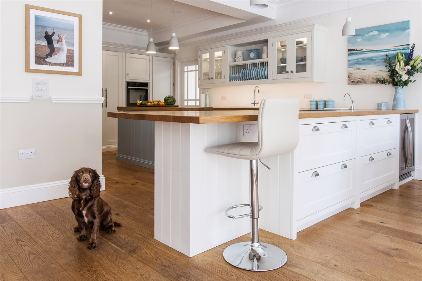 A classic, country style handmade kitchen extension - This family home down on the Kent coastline was in need of a spacious and welcoming kitchen suitable for use by all the family. The homeowners wanted a classic, country style kitchen, with all the added benefits of contemporary living.