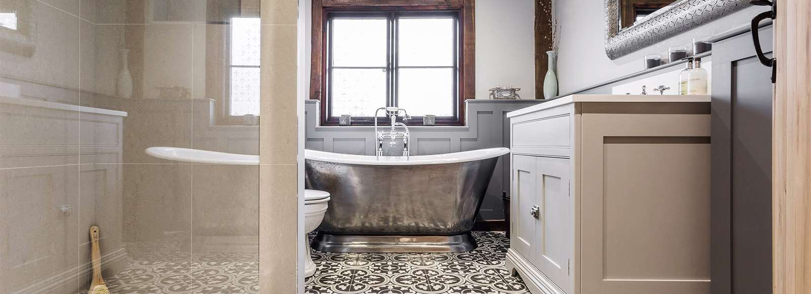 Bespoke Traditional Style Bathroom - Burlanes handmade bathroom vanity unit with beautiful cast iron roll top bath by Hurlingham.