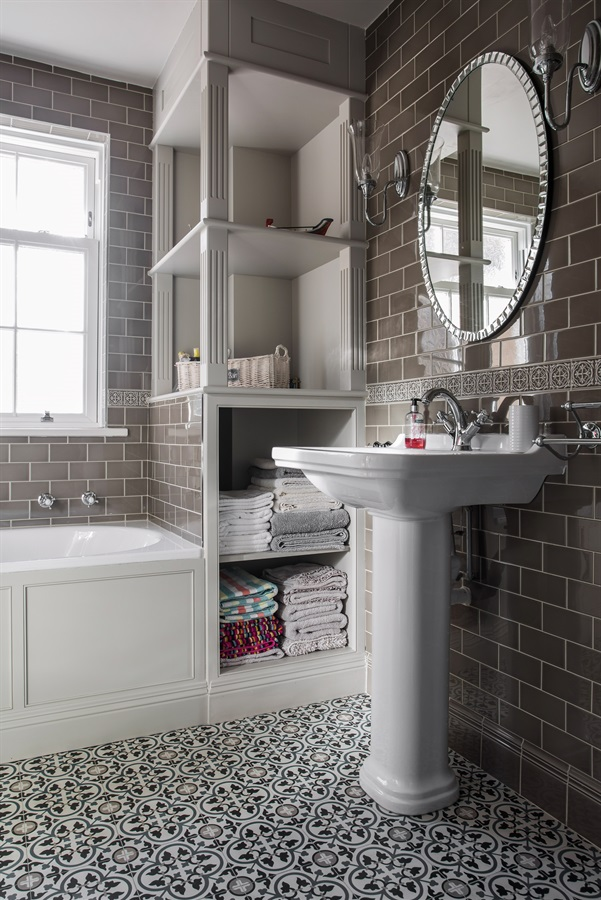 Burlanes Interiors - Contemporary bathroom with traditional style