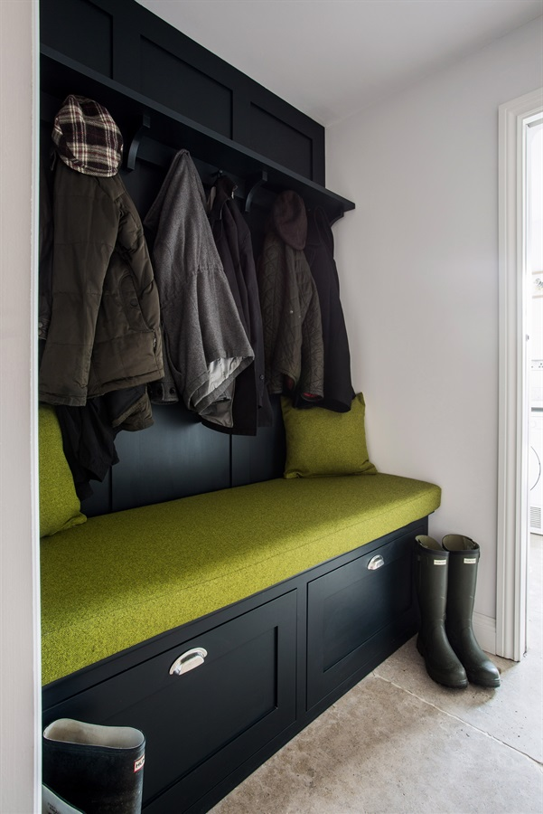 Bespoke Bootroom Furniture - Burlanes handmade banquette seating with shaker wall panelling and coat hooks.