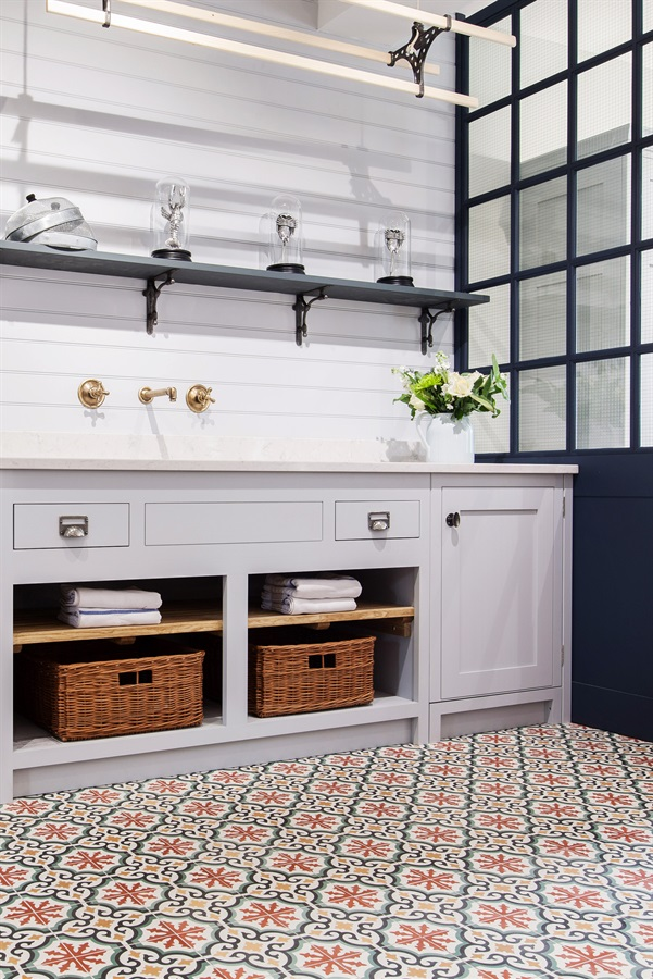 Burlanes Bespoke Utility & Bootroom - Handmade utility room furniture with white worktops, bespoke banquette seating and Ca'Pietra encaustic floor tiles.