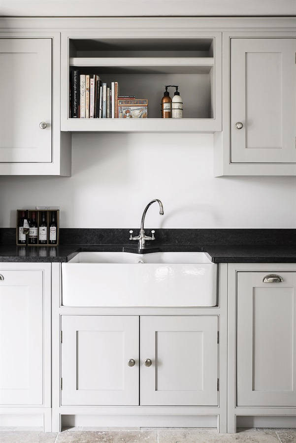 Luxurious Handmade Shaker Kitchen - Bespoke shaker kitchen handpainted in Farrow & Ball with Belfast sink.
