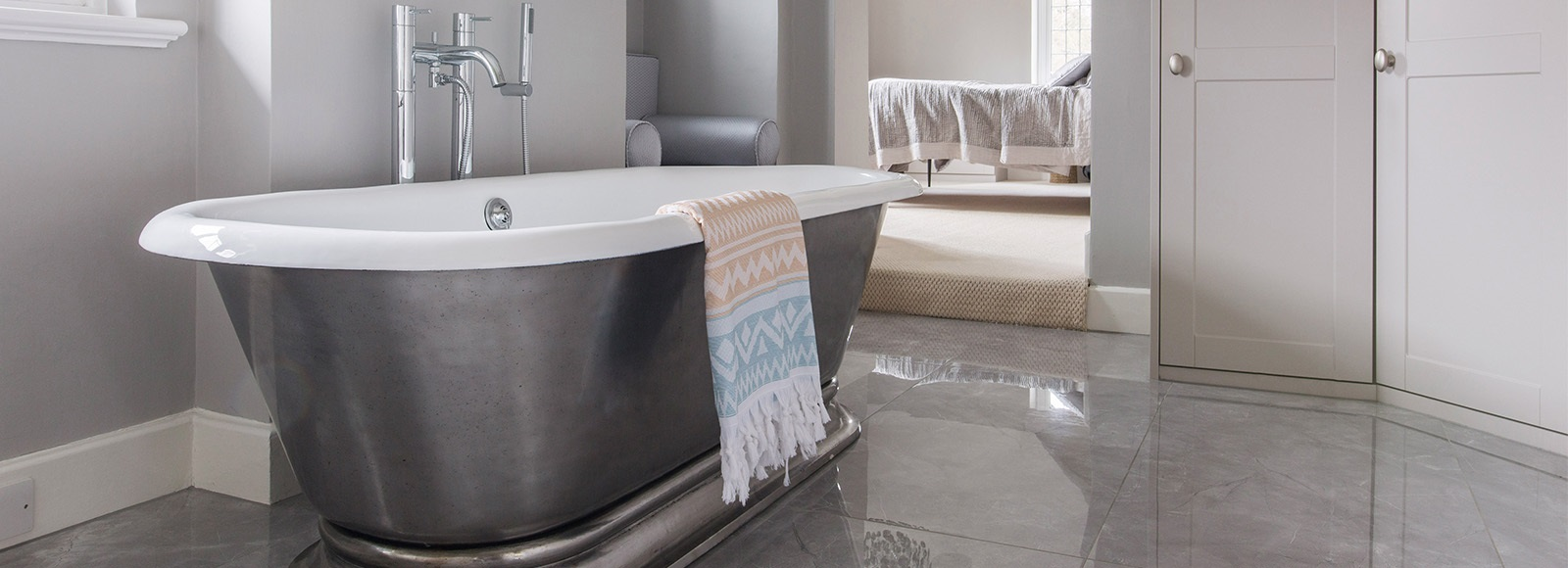 Hurlingham Roll Top Bath - Bespoke dressing room design with a cast iron roll top bath by Hurlingham.