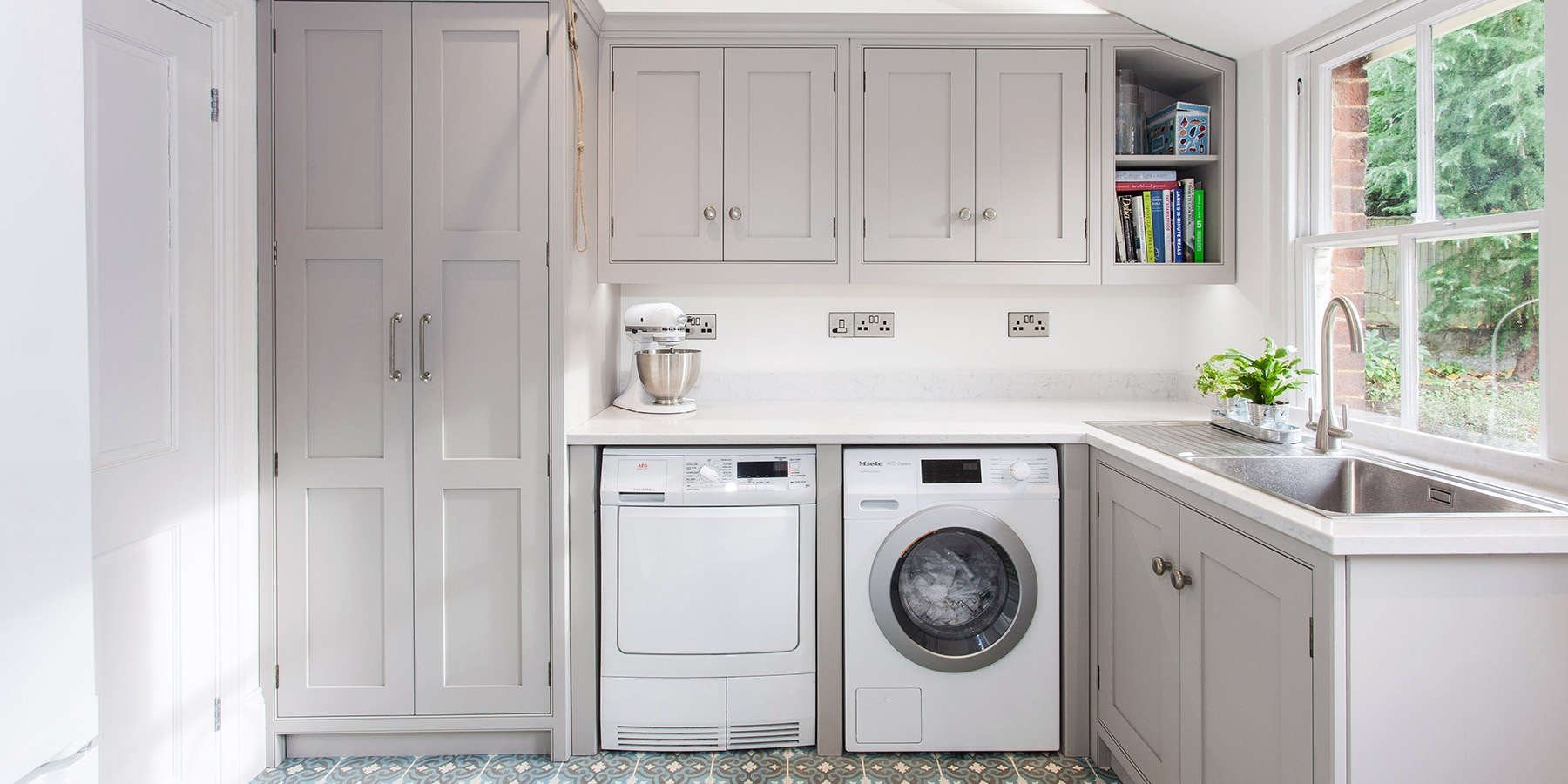 Bespoke, handmade utility room and storage solutions - Burlanes design and create bespoke, handmade utility rooms, laundry rooms and storage solutions