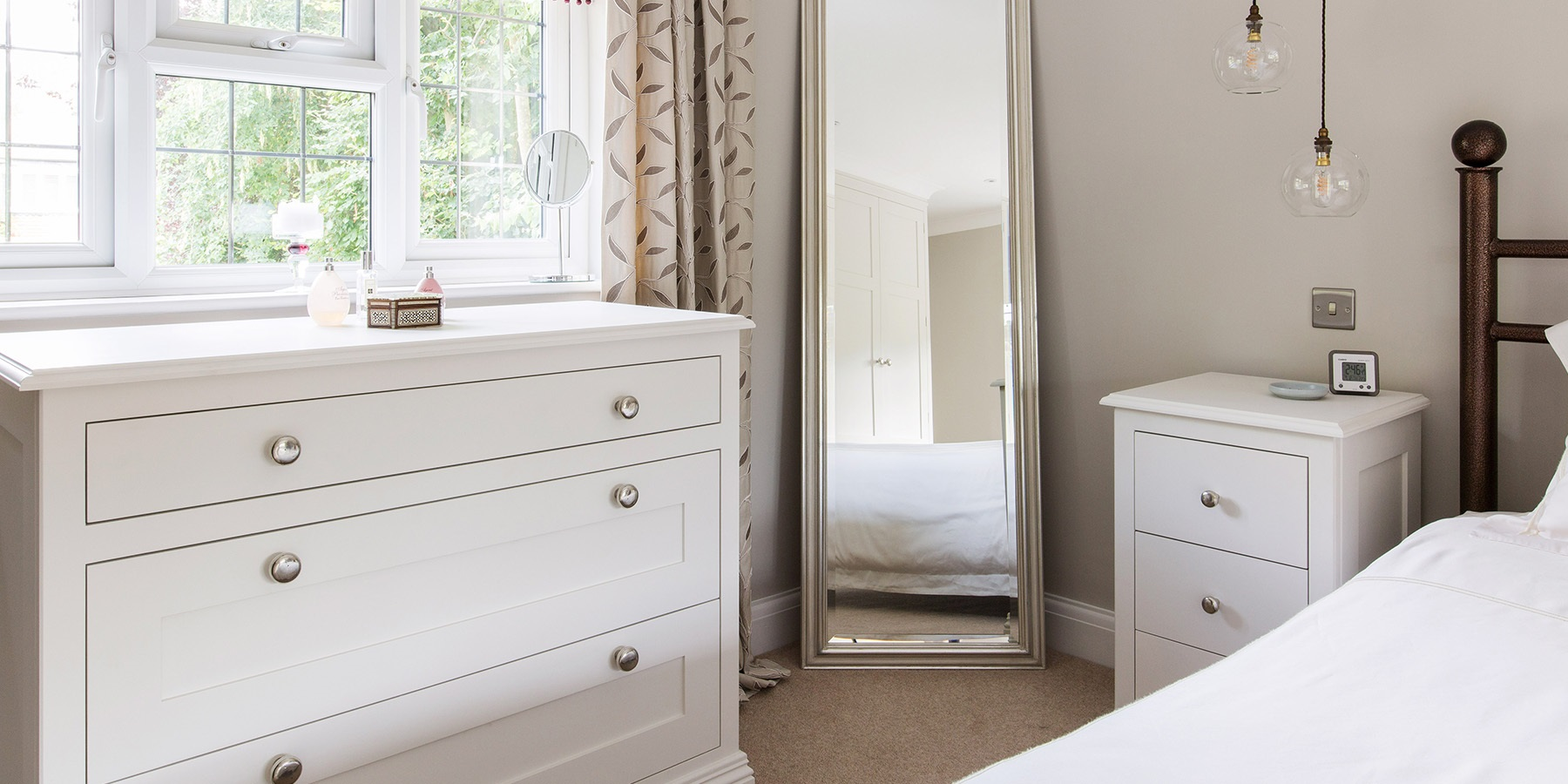 Burlanes Bespoke Bedroom Furniture - Handmade white bedroom furniture and storage solutions.