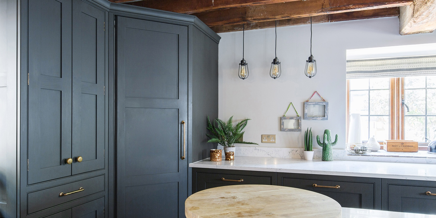Burlanes Bespoke Shaker Kitchen - Handmade rustic style kitchen with white worktops and beautiful pendant lighting.