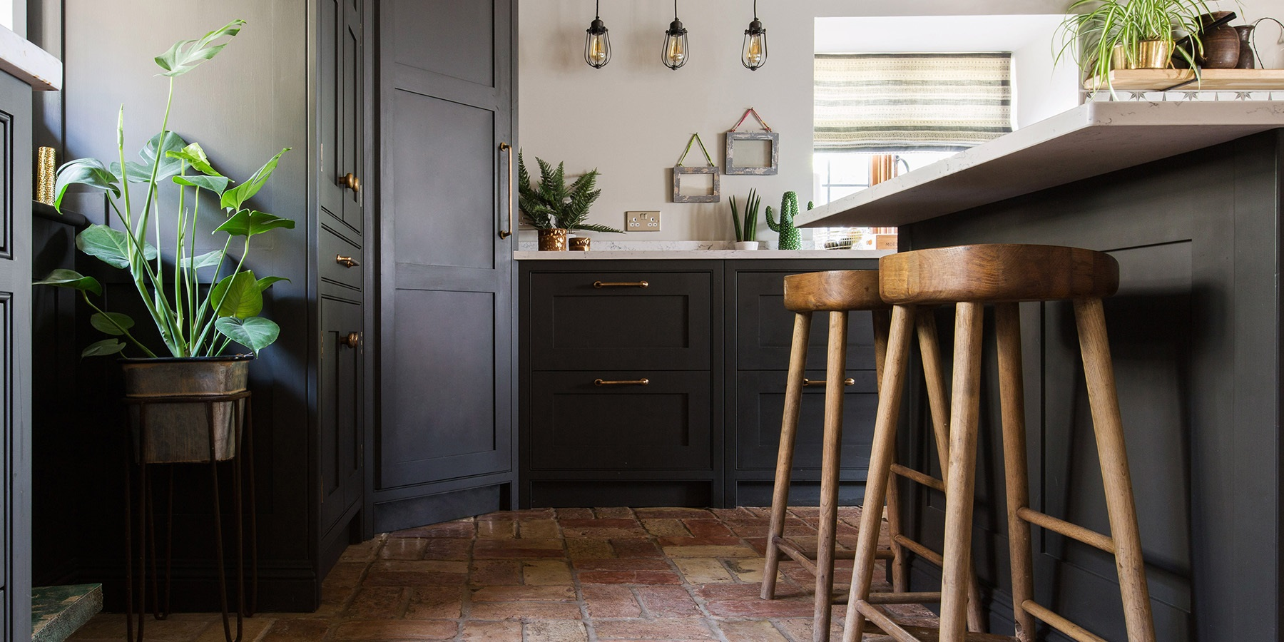 Bespoke Country Style Shaker Kitchen - Burlanes handmade Wellsdown kitchen with white worktops, bronze hardware and handmade wooden breakfast bar stools.