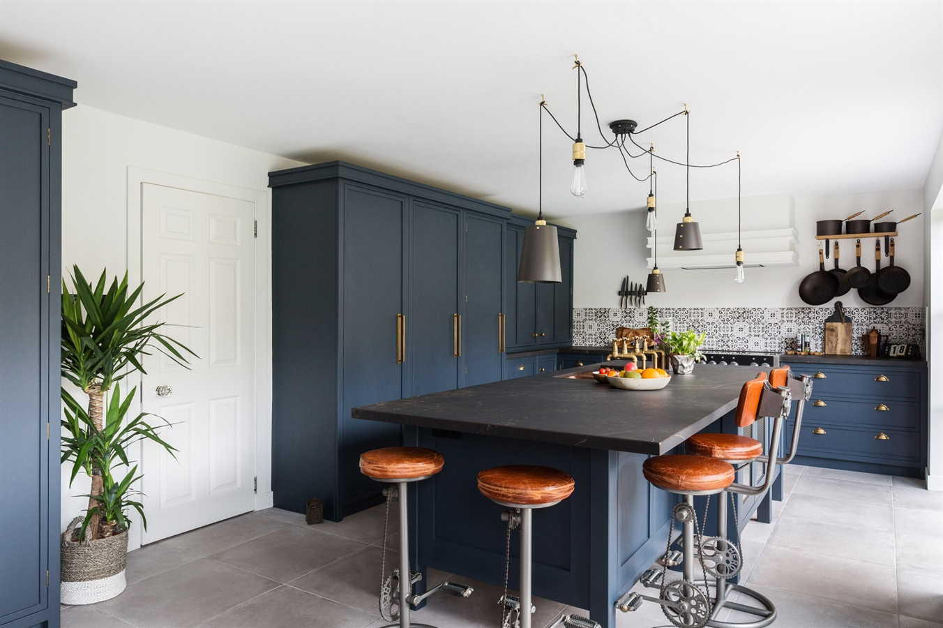 Burlanes Bespoke Decolane Kitchen - Burlanes bespoke Decolane kitchen, handpainted in 'Bond Street' by Mylands, with central kitchen island and larder.