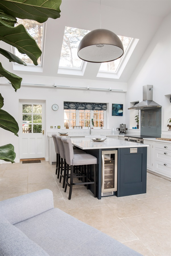 White Shaker Kitchen With Central Island - Burlanes handmade Hoyden kitchen with central kitchen island and breakfast bar.