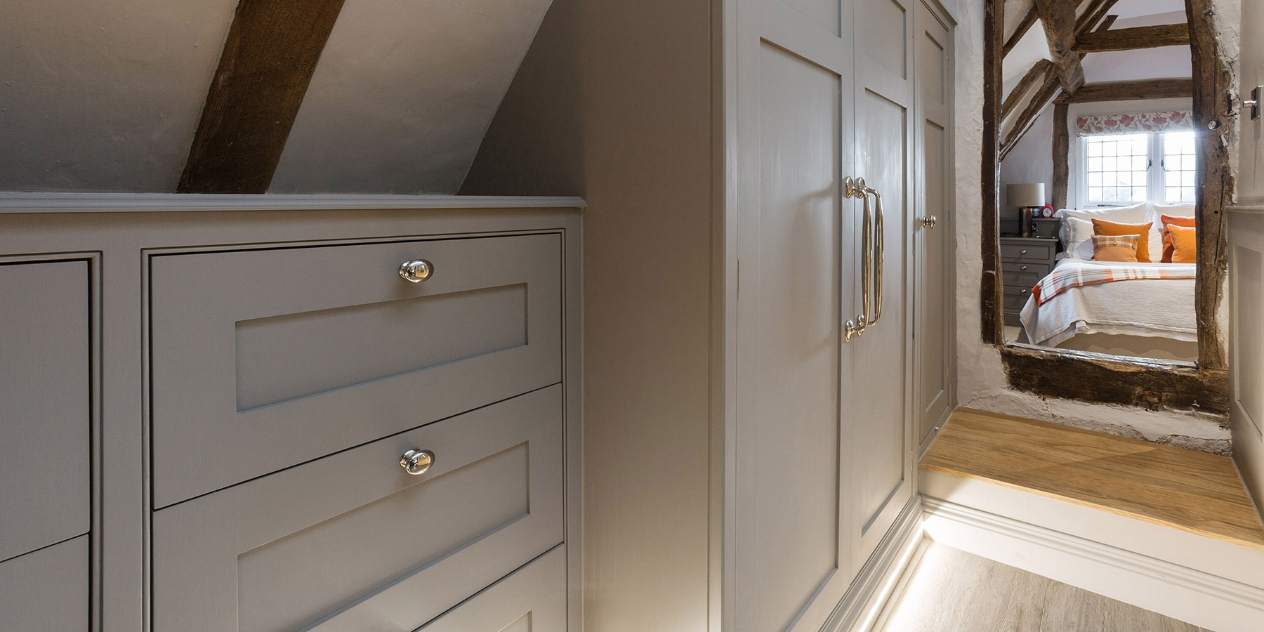 Bespoke Fitted Bedroom Furniture - Burlanes bespoke, handmade bedroom furniture.